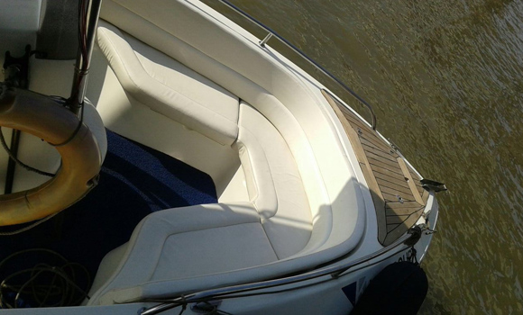 Mahindra Odyssea 22 Speedboat, Gateway of India